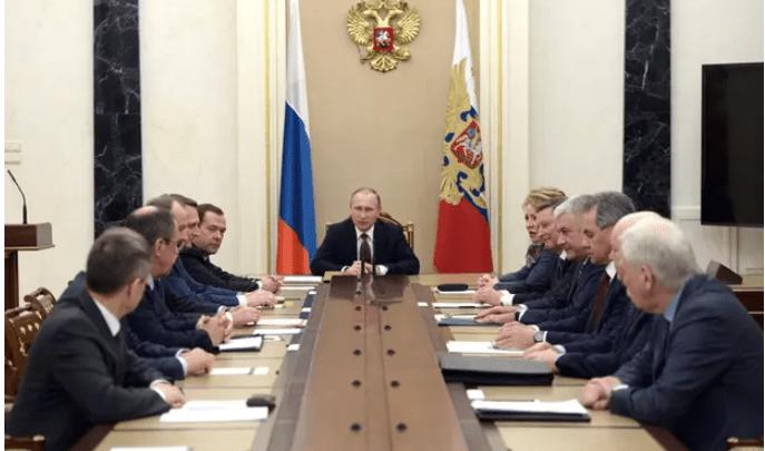 «Guardian»: Η μεγάλη συνωμοσία του Κρεμλίνου